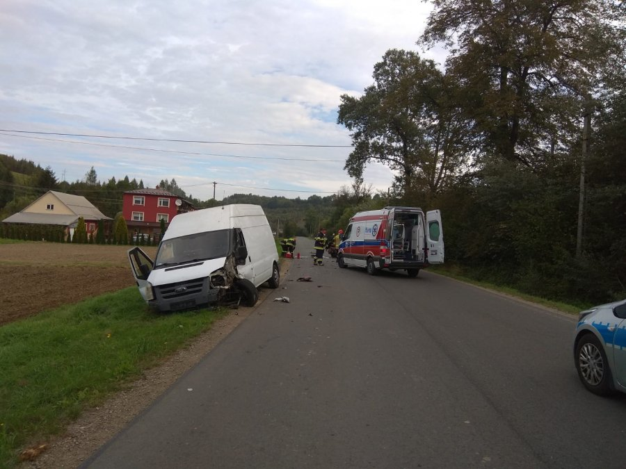 Foto: Zdjęcie z miejsca zdarzenia, uszkodzone pojazdy
