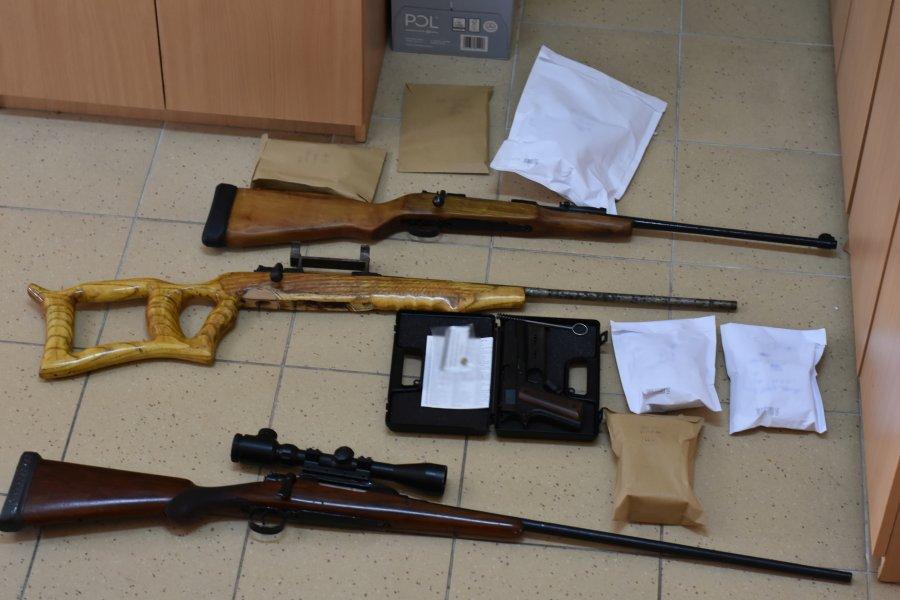 karabiny wraz z amunicją