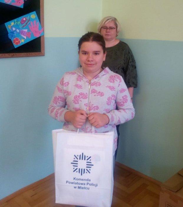 Anita Rokoszak z Szkoły Podstawowej w Borkach Nizińskich, III miejsce w etapie powiatowym konkursu.